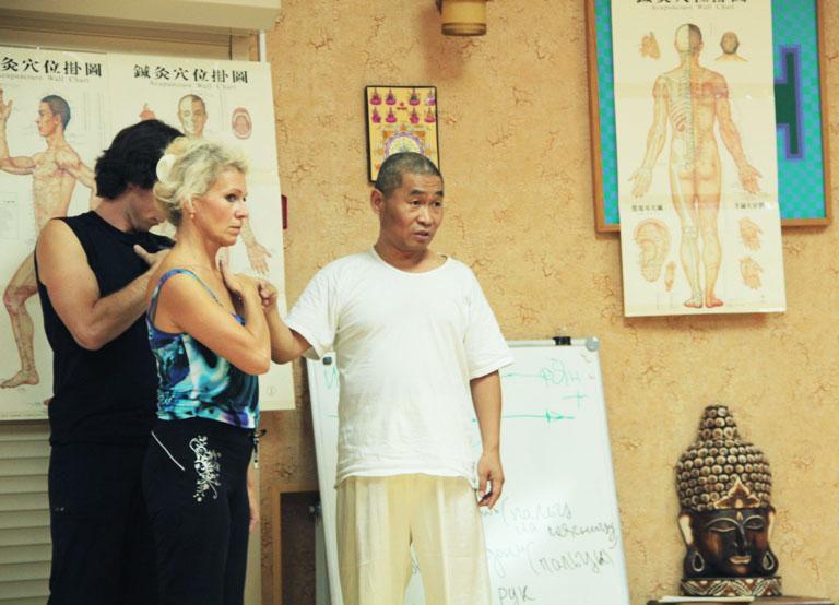 """Мастер Го Синь Чунь проводит первый цикл обучения китайским традиционным практикам в НОУ """"Традиция"""""""